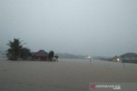 Banjir bandang akibat luapan dua sungai terjang daerah selatan Garut