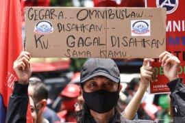 Polisi tutup jalan Patung Kuda arah Istana Merdeka antisipasi demo