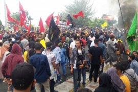 Polda Malut amankan belasan mahasiswa saat unjuk rasa  di Ternate