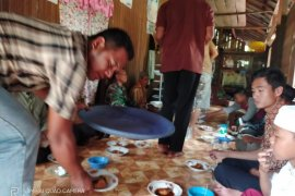 TNI dan Warga terus jerjalin keakraban dalam suasana TMMD di Pulau Hanaut
