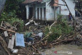Hujan deras akibatkan Jember diterjang banjir bandang dan tanah longsor