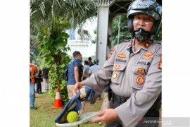 Bola kasti diduga berbahan kimia di Bundaran BI diamankan polisi