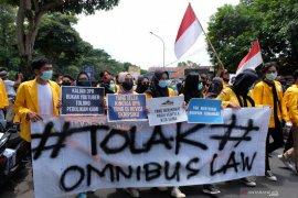Polisi amankan belasan mahasiswa  demo tolak UU Cipta Kerja  ricuh di Ternate