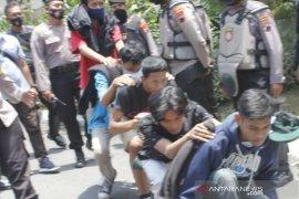 Polisi amankan puluhan pelajar akan ikut  aksi tolak UU Cipta Kerja di Magelang