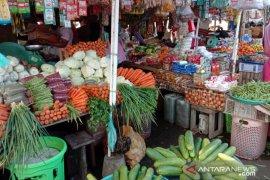 Harga berbagai sayuran di pasar tradisional Ambon normal
