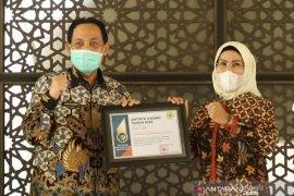 Kontribusi Tatu terhadap pendidikan diapresiasi melalui Untirta Award