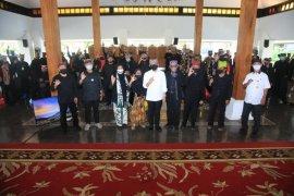 Bupati Anas sebut kemajuan Banyuwangi tak lepas dari peran seniman dan budayawan