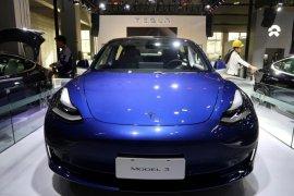 Tesla memangkas harga mobil di Amerika Serikat dan China