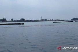805 kilogram limbah minyak mentah dikumpulkan dari Pulau Pramuka dan Panggang