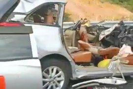 Minibus tabrak Tronton di Tol Pekanbaru-Dumai, dua orang tewas