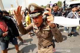 Polisi Thailand bubarkan  protes saat dekret larang kerumunan