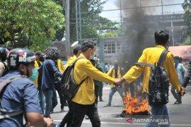 Demo mahasiswa tolak UU cipta kerja di Jombang