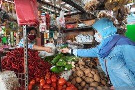 Pengelola pasar Angso Duo pastikan protokol kesehatan saat belanja