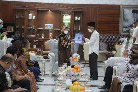 Perkuat harmonisasi, Pemkot Surabaya berikan IMB gratis ke seluruh rumah ibadah
