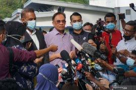 Polisi tanyakan enam kasus ke Anwar Ibrahim