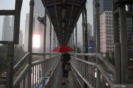 Waspadai hujan berpetir di sebagian Jakarta pada Ahad siang