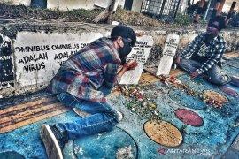 Pemuda Bengkulu aksi tabur bunga, tolak UU Cipta Kerja