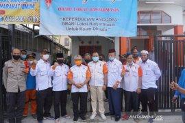 Haris Makkie dan Ilham anggota senior Orari