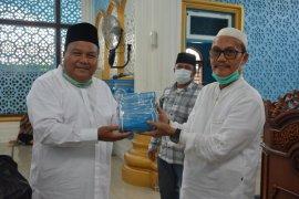 Cegah penyebaran COVID-19, Pemkot Sibolga bagikan 5.110 masker untuk jamaah masjid