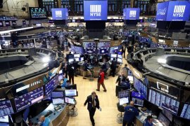 Wall Street bervariasi, Dow dan S&P naik,  jadwal vaksin corona jadi fokus