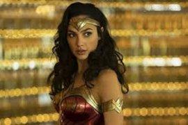 """Berkali-kali ditunda, film """"Wonder Woman 1984""""  akhirnya tayang Natal"""