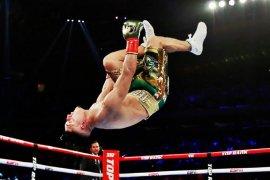 Petinju Lopez taklukkanLomachenko untuk raih empat mahkota ringan super