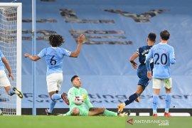 Liga Inggris - Guardiola soroti dua penyelamatan gemilang Ederson, saat City kalahkan Everton 1-0