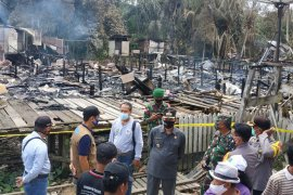 342 people take refuge as fire razes traditional house in Kalimantan