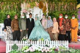 Gubernur Babel dan Istri hadiri resepsi pernikahan warga Pulau Lepar