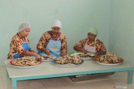 Kelompok Wanita Tani Desa Pudak bertahan kembangkan abon patin