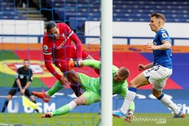 """Liga Inggris - """"Digunting"""" Pickford, Bek tengah Liverpool  Van Dijk harus jalani operasi lutut"""