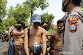 Tiga penggerak pelajar terlibat ricuh unjuk rasa ditahan polisi