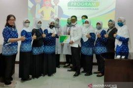 BPJAMSOSTEK berikan kartu peserta BPJS Ketenagakerjaan kepada guru PAUD Kota Bogor