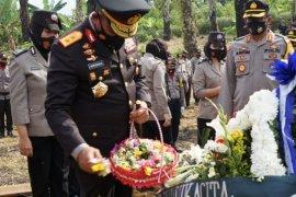 Kapolda Sumut Irup upacara pemakaman Kombes Pol Purn Tumpal Manik