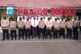 Kapolres Binjai berikan penghargaan kepada anggota Satreskrim yang tangkap pembunuh dalam enam jam