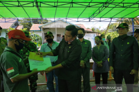 DPRD Kapuas Hulu beri bantuan dan motivasi korban kebakaran Sayut