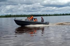 TNI AL bantu amankan pergeseran logistik TMMD di Sungai Mentaya