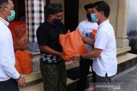Bupati Klungkung bantu masyarakat Nusa Penida yang isolasi mandiri