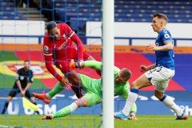Liga Inggris - Manajer Liverpool: Van Dijk lebih tangguh setelah pulih dari cedera lutut