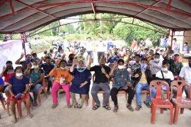 Kasmarni siapkan Beasiswa S1 untuk anak-anak Suku Akit Rupat