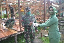 Ketua Persit KCK Cab XLI Dim 1015/Spt  bagikan masker