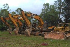 Dua tersangka perambah hutan diserahkan KLHK  kepada Kejari Batam