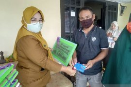Pemkab Gorontalo serahkan bantuan ke kelompok UKM