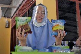 Patut ditiru, IRT di Riau raup untung saat pandemi dengan produksi Ikan Sarden