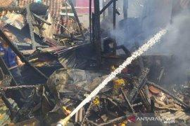 Empat rumah warga di Cianjur terbakar diduga akibat arus pendek listrik
