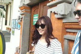 Rina Nose datangi PN Denpasar untuk beri dukungan Jrx SID