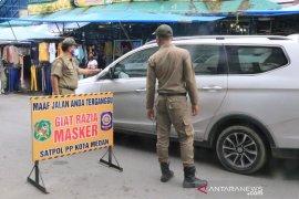 Satpol PP gencarkan razia masker di pasar tradisional di Medan