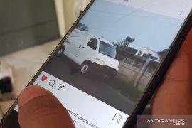 Video viral, pengendara mobil boks buang karung sampah ke Kalimalang Bekasi