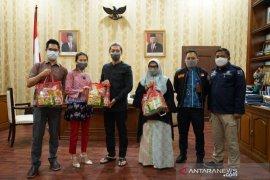 Koperasi di Kota Bogor bantu paket sembako warga terdampak COVID-19