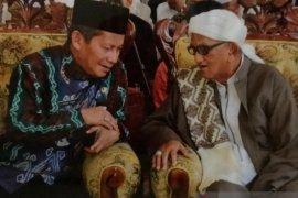 Pimpinan Ponpes Ibnu Amin restui Paslon bupati HST Tamzil - Ilham